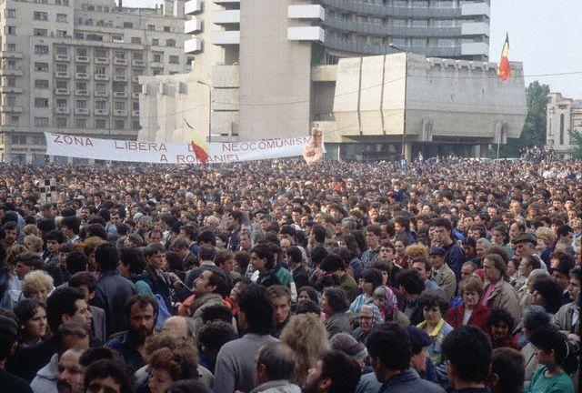 Piata Universitatii 1990 - O MARE DE OAMENI